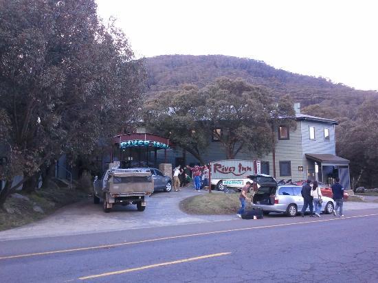 River Inn Resort: Front Entrance