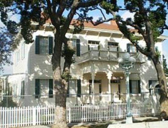 Monterey Inn: POINT FERMIN LIGHT HOUSE VICTORIAN