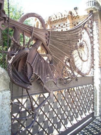 Los Pabellones de la Finca Güell: LE PORTAIL