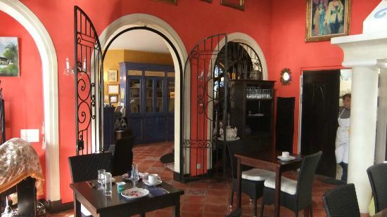 Villa Des Anges : dining room looking into reception