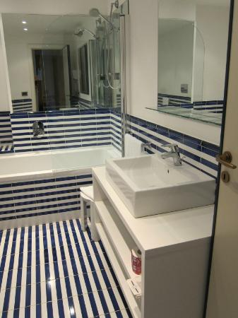 Hotel Delfino: Bathroom