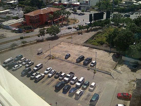 Puerta Del Sol Porlamar: ESTACIONAMIENTO DEL HOTEL