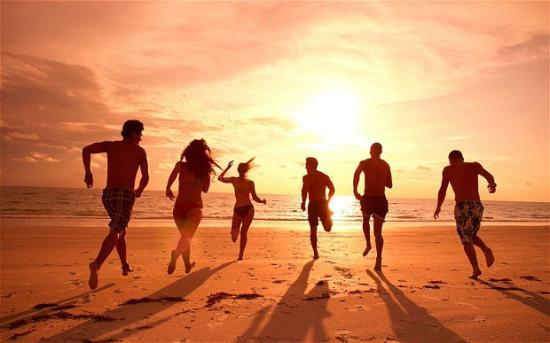 Monterey Inn: BEACH FUN UNDER THE SUN 10- 15 MINUTES APPROX