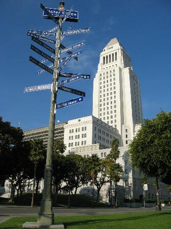 Monterey Inn: DOWNTOWN LOS ANGELES CITY HALL 15 MIN AWAY