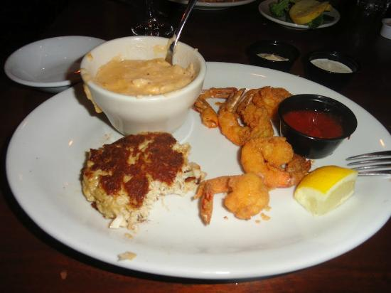 Crabdaddy's Seafood Grill: Shrimp, Crab Cakes, and cheese grits. Yummers!