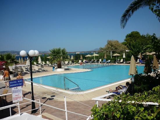 Mediterranee Hotel: Pool area