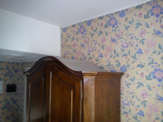 Hotel Alla Giustizia: poussière sur l'armoire