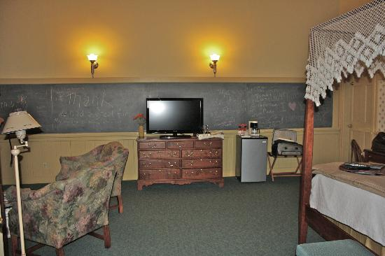 Chambery Inn: First floor school house suite