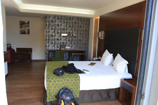 Eurostars Oporto: Larger view of room