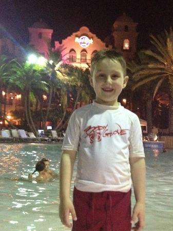 Hard Rock Hotel at Universal Orlando: Pool at night for Movies