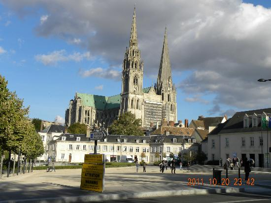 Chartres Cathedral: とても高い尖塔です