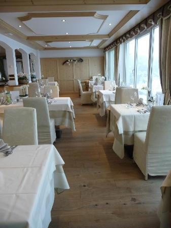Hotel Salten: sala pranzo -altra vista veranda