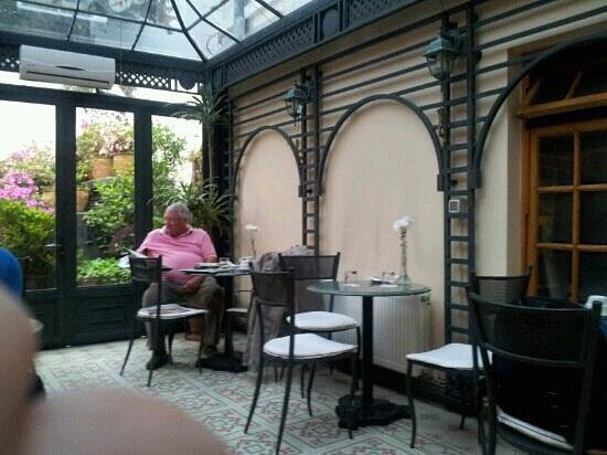 Hotel Orly: Jardim de inverno onde p?de se tomar caf?.