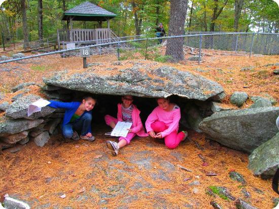 America's Stonehenge v cave