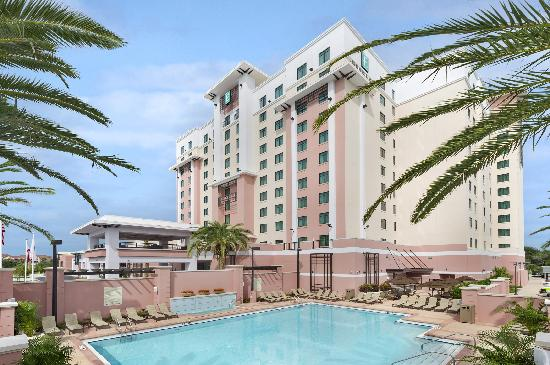 Embassy Suites by Hilton Orlando Lake Buena Vista South: Embassy Suites Pool and Tower