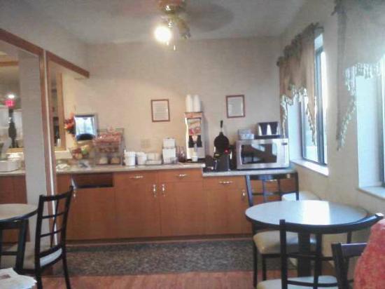Super 8 Imlay City: Breakfast bar