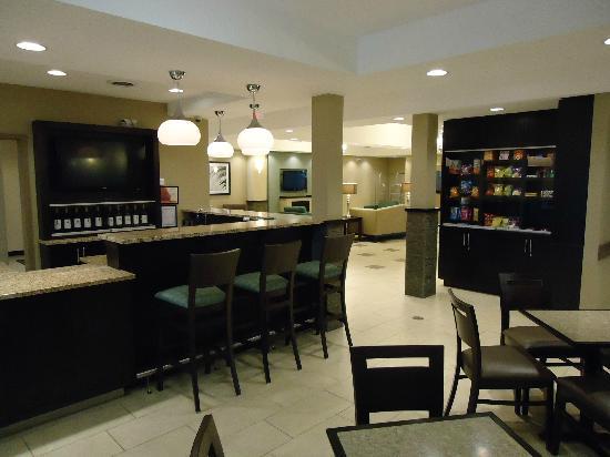 Best Western Plus Walkerton Hotel & Conference Centre : Internet Restaurant & Bar