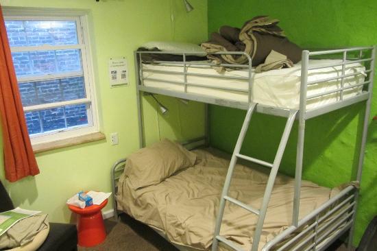 Apple Hostels Philadelphia: Chambre double avec salle de bain commune