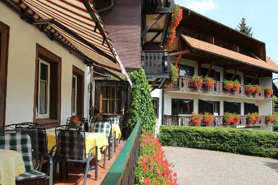 Hotel Hochfirst Garni: Außenansicht / Terrasse