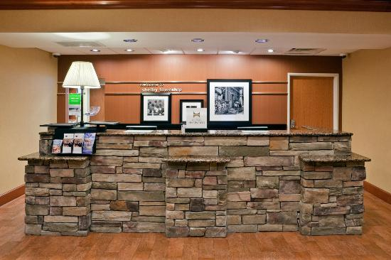 Hampton Inn Detroit / Utica - Shelby Township : Front Desk