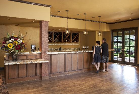 Bennett Lane Winery: Tasting Room