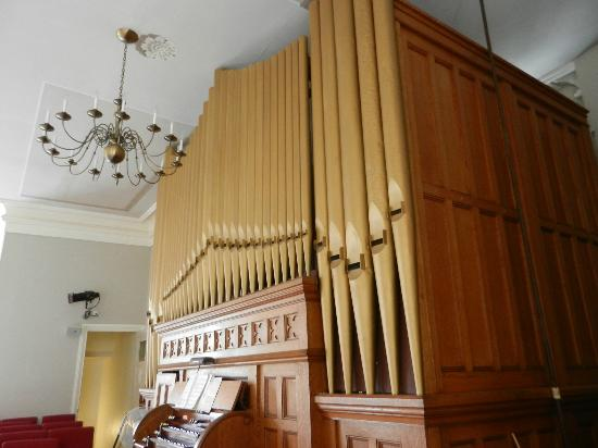 First Congregational Church: Pipe Organ
