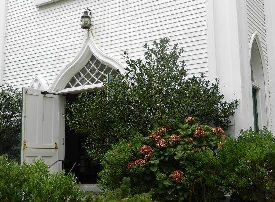 First Congregational Church: To all who enter... Peace