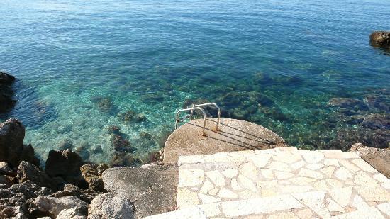 Hotel Mikros Paradisos: Einstieg ins Meer