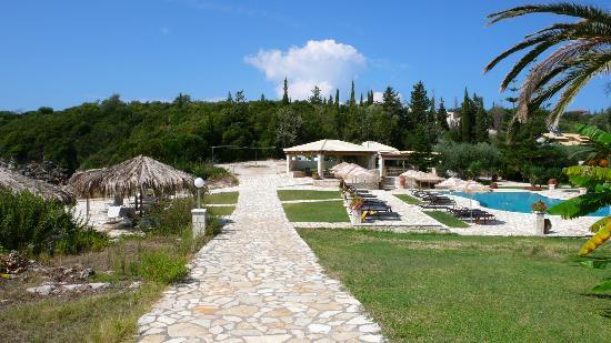 Hotel Mikros Paradisos: Pool