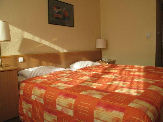 Danubius Hotel Arena: Deel van de slaapkamer