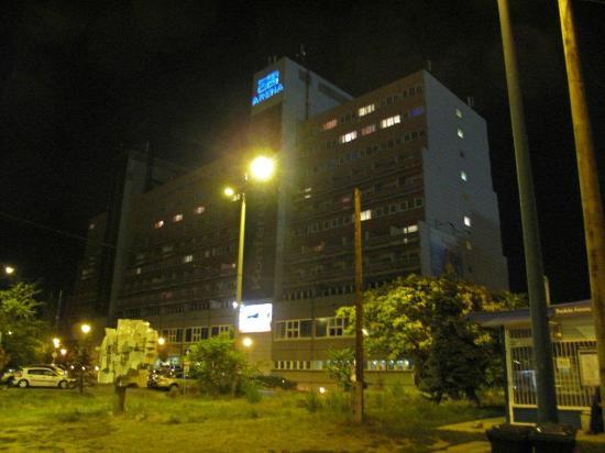 Danubius Hotel Arena: Hotel Arena bij avond