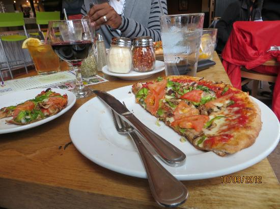Piecasso Pizzeria & Lounge : Great size personal pizzas!