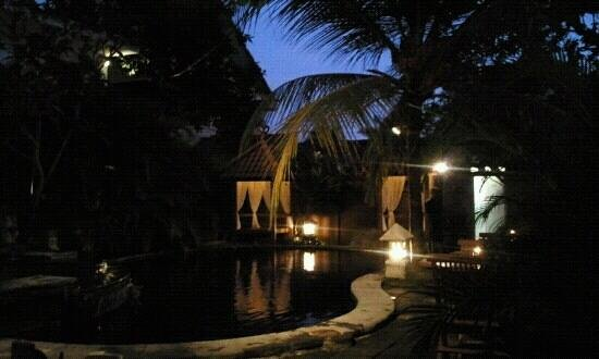 Nyiur Indah Beach Hotel: pool at night