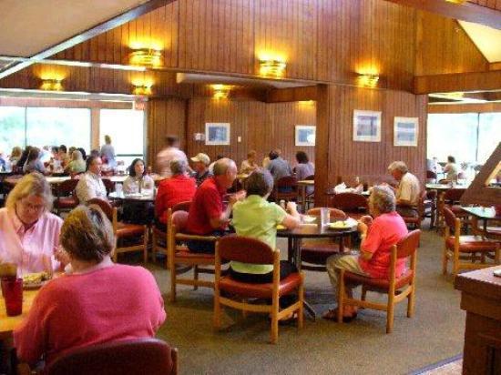Inn at Natchez Trace (Pin Oak Lodge): The restaurant in the inn