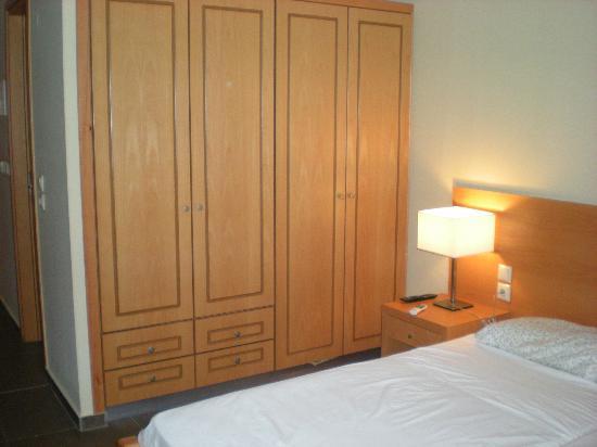 Argiri Hotel: armadio