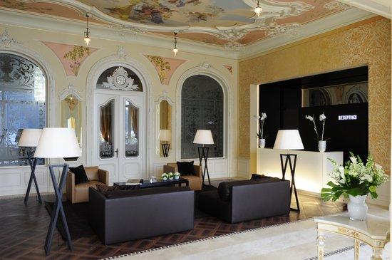 Hotel Vitznauerhof: Lobby