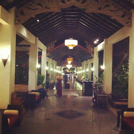 Dusit Thani Laguna Phuket: Main entrance