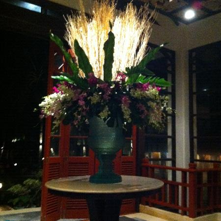 Dusit Thani Laguna Phuket: Flowers in lobby