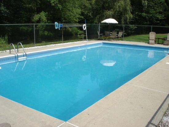 New England House Bed & Breakfast: 30,000 gal Pool