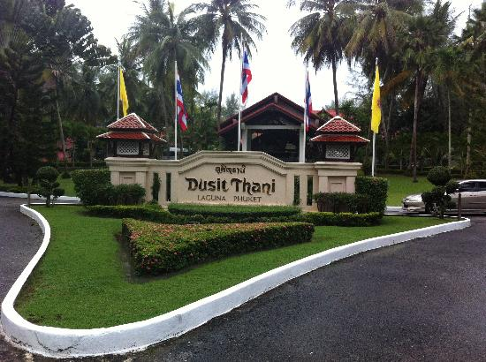 Dusit Thani Laguna Phuket: As you drive up