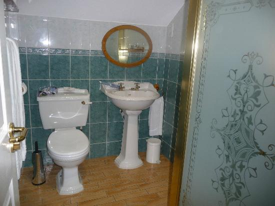 Malone Lodge Hotel & Apartments: Beautiful bathroom
