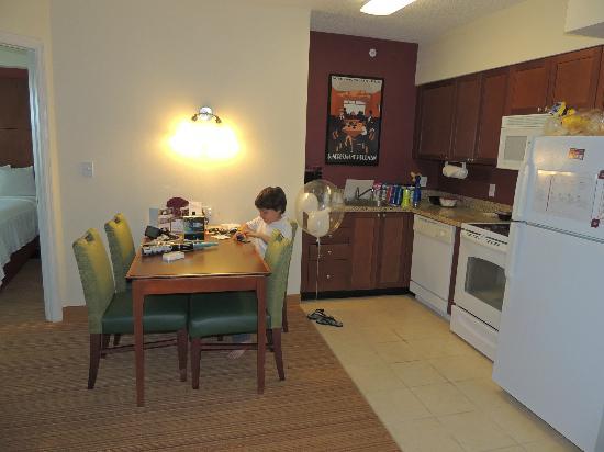 Residence Inn by Marriott Miami Aventura Mall: Comedor/Cocina