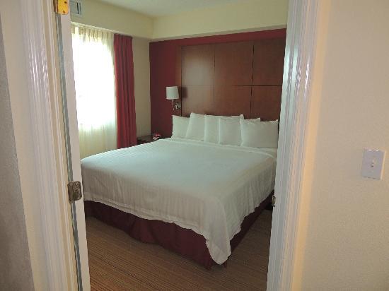 Residence Inn by Marriott Miami Aventura Mall: uno de los cuartos con baño en suite