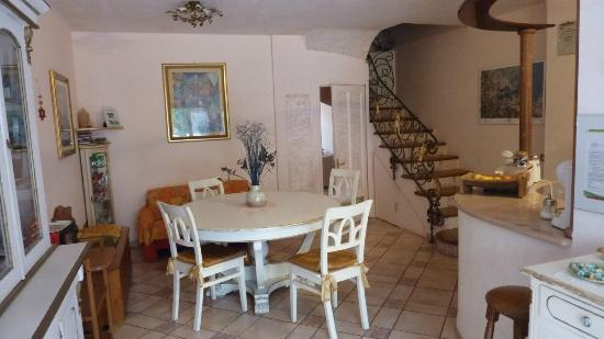 Bed and Breakfast Porto Romano: Dining area off the kitchen