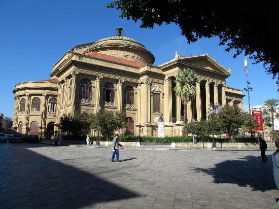Hotel Columbia Palermo: Teatro Massimo