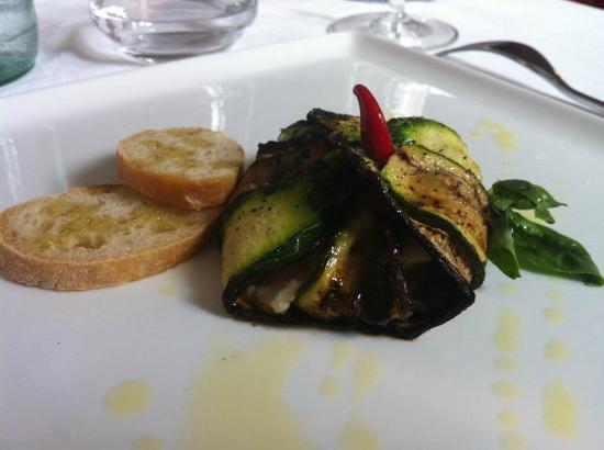 """Tarama': """"Bauletto di zucchine al formaggio caprino e olio al basilico"""""""