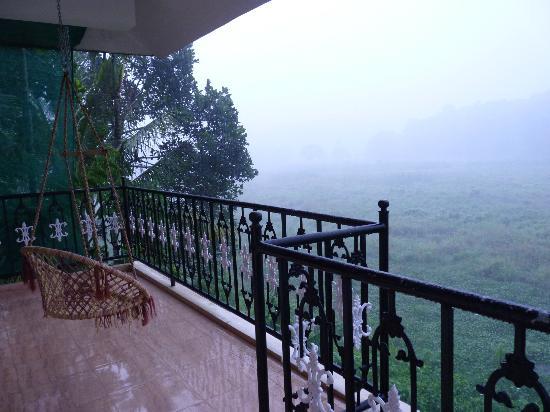 Jungle Palace Homestay: Rain !!!