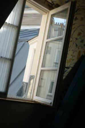 Le Relais Montmartre: The morning light