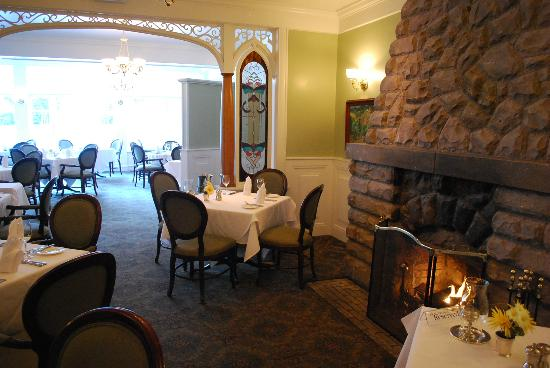 The Cliff House at Pikes Peak: Dining room with firepace