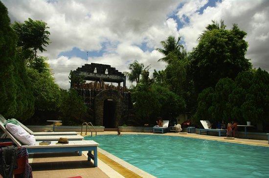 The Hotel Bagan Umbra: Socorrida piscina para el calor de Bagan